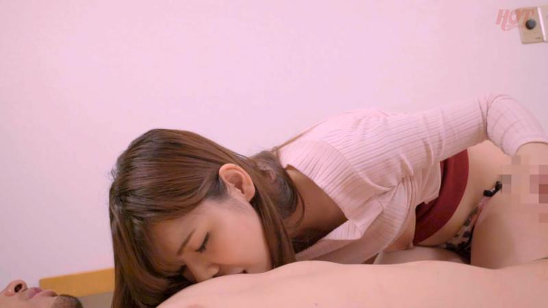 欲求不満な完熟熟女は個室ビデオで自慰行為を隠し撮りされる