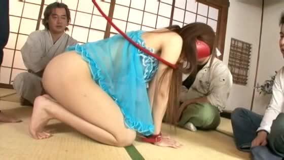 美巨乳熟女に首輪を付け緊縛。オヤジ達に囲まれ熟れた肉体を犯される輪姦調教。