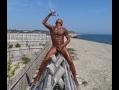 SlaveTAKUYA_超黒日焼けのまま海岸の三角木馬にまたがりぶっかけ公開全裸露出調教